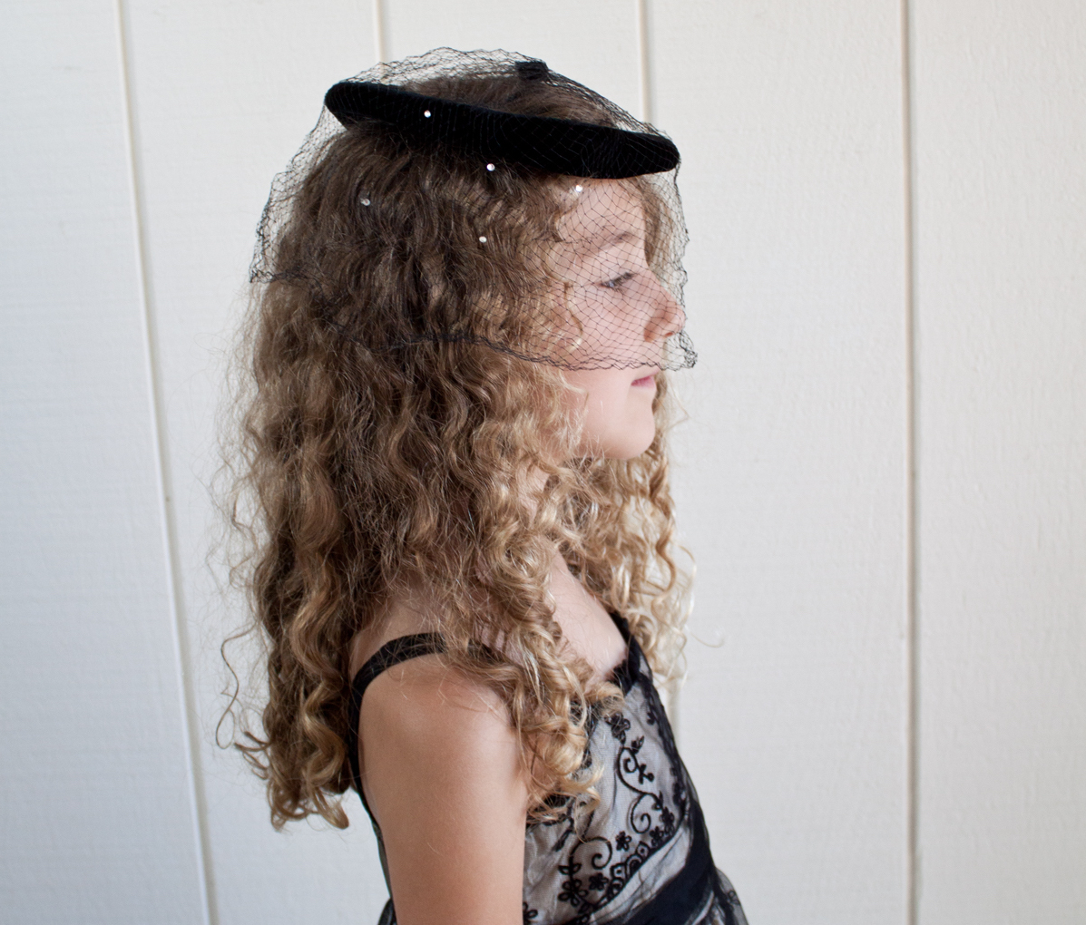 Black Round Facinator Hat with Netting 2
