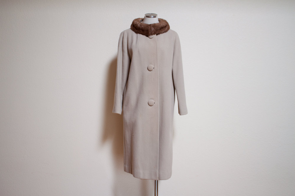 1950s Vintage Beige Cashmere Wool Coat with Brown Mink Collar